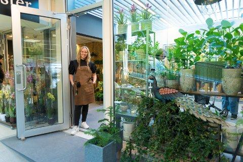 SISTE FLYTT: - Jeg har flyttet to ganger. Nå har jeg flyttet for siste gang, sier Jill Foss hos JB Blomster.