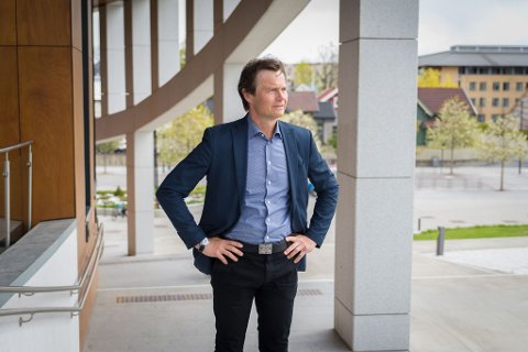MÅ OGSÅ SE FRAMOVER: Tore Anstein Dobloug (57) mener det er viktig at man også ser mulighetene i slike tider, og peker på at Norges befolkning er vår største ressurs.