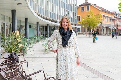 SPENT: Kari Uglem innrømmer at hun er spent på sin første sommer som reiselivssjef. Dette året blir det neppe noen utenlandske turister å se i Hamars gater.