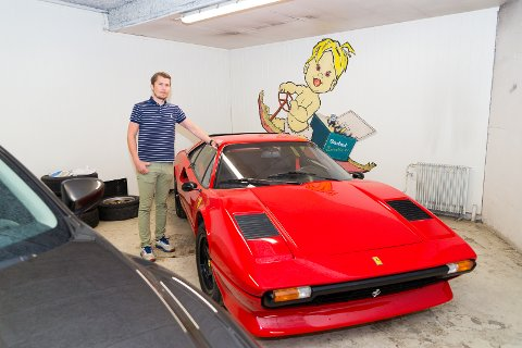 GUTTEDRØM: Jan Fridtjof Riberg hos Oustad selger bilen som mange har ønsket, en helt spesiell Ferrari 308.