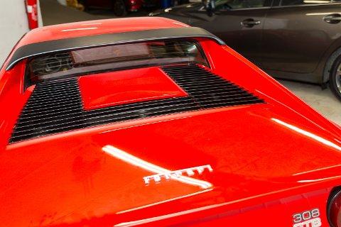 BAK: Slik ser Ferrarien ut bakfra.