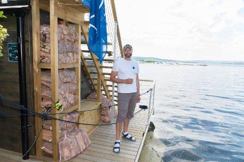 FULGTE DRØMMEN: Stein Ola Skaarer har forlatt kontoret for å drive med badstubåt på Mjøsa.