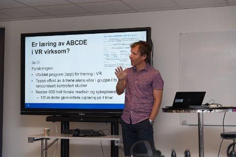 EFFEKTIV: – VR-læring er gøy og effektivt, slår forsker Aslak Steinsbekk fast.