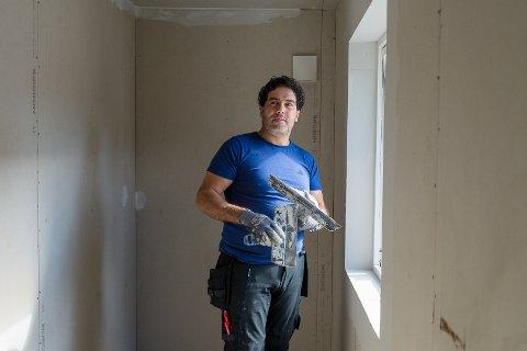 IGANG: Tarek er i gang med sitt eget malerfirma.