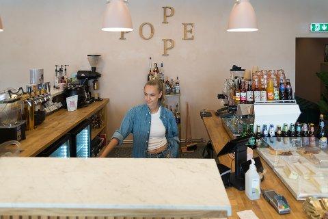 GRÜNDER: Kafé og coctailbar-eier Anniken Byberg Hyppönen har fått dreisen på Poppe i gågata.