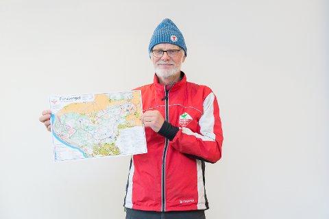 NYTT: Einar Lund fra Hamar orienteringsklubb viser fram det nye kartet over Furuberget.
