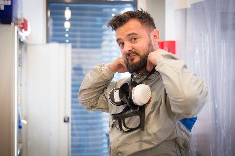 NYTT LIV: Fra å jobbe på McLaren-fabrikken, med 3.000 ansatte, er han nå en av åtte hos Smart Repair i Nydal.
