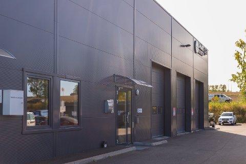 LOKALER: I disse lokalene i Nydal holder Smart Repair Bilpleie AS til.