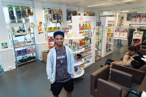 UNIKT: Awet Fesshaye er igang med Mama Africa Frisør og Butikk i Grønnegata.