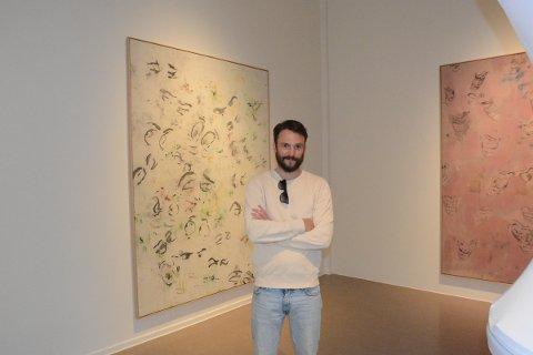 HJEMVENDT: Kåre Magnus Bergh er nok mest kjent om programleder for en rekke kjente TV-programmer, men i disse dager er han på Hamar for å vise fram kunsten sin i utstillingen «Verden som den er» som åpner i Kunstbanken 5. juni.