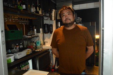 SELGER OG FLYTTER: Fredrik Chi har fått jobb i Kongsvinger og selger Garage Food & Drinks. Et salg av den særegne restauranten er trolig nært forestående.