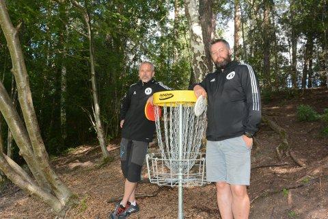 NM-KLARE: Knut Hummelvold og leder i Hamar Frisbeeklubb, Mathias Bergum, gleder seg til å vise fram Ankerskogen til hele norgeseliten i discgolf som kommer til Hamar i forbindelse med NM denne uka.