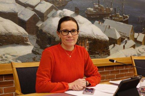 VIL SKJERME DE YNGSTE: Marianne Sivertsen Næss og formannskapet i Hammerfest kommune ser på muligheten for å åpne mer opp for de unge.