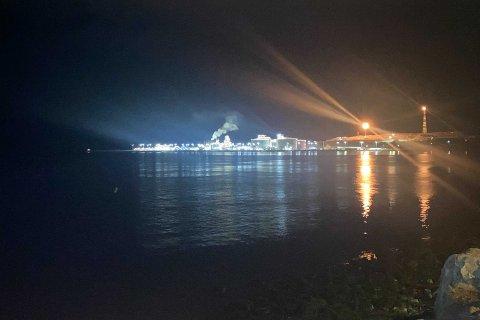 VIL TROLIG SKJE IGJEN: Det var flere som reagerte på røyk fra Melkøya tirsdag kveld. Informasjonsansvarlig Silje Grytbakk hos Equinor på Melkøya beroliger folk som fryktet ny brann.