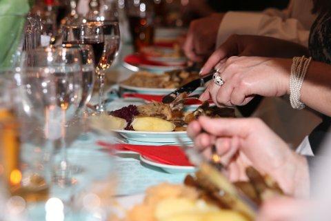Alle heimebuande innbyggjarar over 65 år i Eidfjord er invitert med ut på middag fyrstkomande tysdag. Det har mange takka ja til.