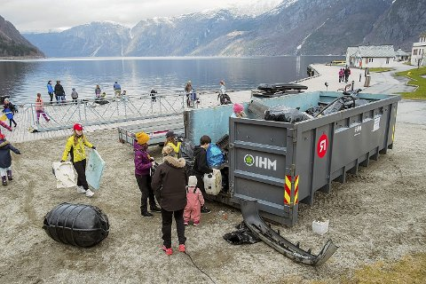 Fort full: Indre Hordaland Miljøverk sin konteinar vart fylt opp på to og ein halv time.