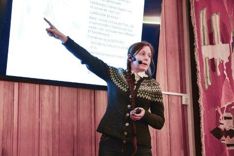 Multiconsult: Kristine Lilleeng Walløe presenterte mellom anna flaumluke-alternativet i Odda i januar i fjor.
