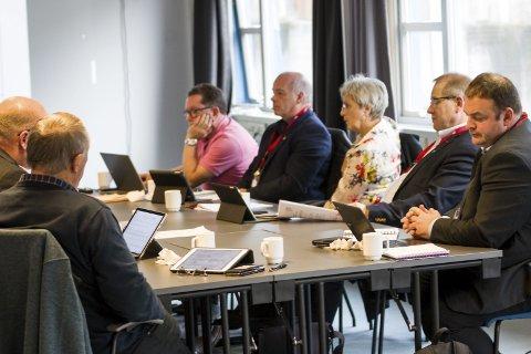 Ulvik: Hardangerrådet vedtok onsdag selskapsavtale og strategidokument for eit nytt regionråd. Det skal no ut til kommunane.Foto: Sondre Lingås Haukedal