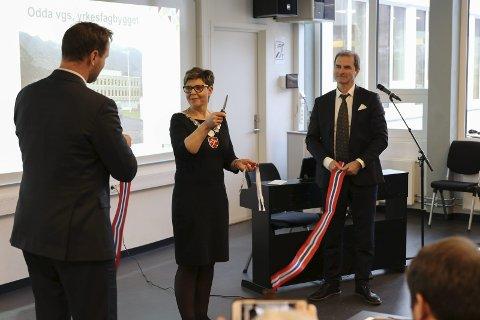 Offisiell opning: Regionleiar Odd Bjarne Berdal, fylkesordførar Anne Gine Hestetun og rektor Øyvind Bjørkevoll.