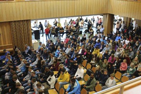 Litt færre: Rektor Øyvind Bjørkevoll ventar litt færre elevar på første skuledag i år enn i fjor.Arkivfoto: Sondre Lingås Haukedal