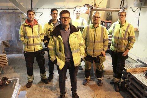 Industriservice: Dagleg leiar Knut Ulltveit Lund og nokre av dei som blir hans tilsette på OP Industriservice AS. Foto: Synnøve Nyheim