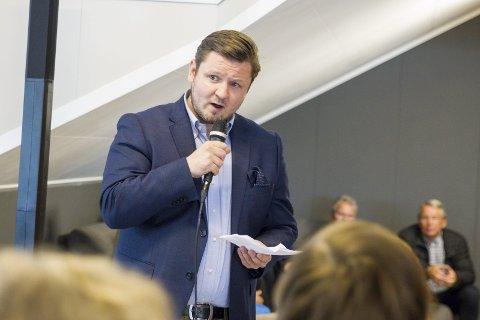 Erlend Nævdal Bolstad og Høgre er ikkje nøgde med at Odda Parkering AS skal drive bubilcampen i Odda. Arkivfoto: Sondre Lingås Haukedal