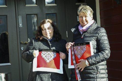 Nøgde: Sølvi Irene Loven Måge fortel at ho og Liv Eggestøl er godt nøgde med årets marknad.