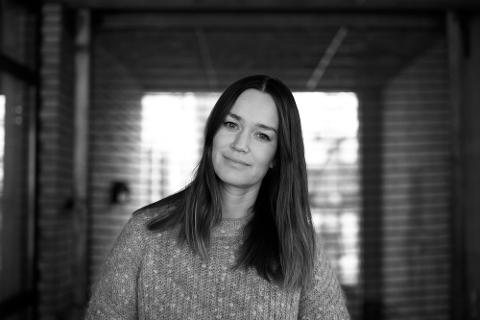 LAGAR SERIAR: Anja Mæland Måkestad er gründer og tv-regissør i Oslo. Ho lagar seriar i sjangrane dokumentar og dokusåpe. Draumen er å laga ein serie frå Hardanger.