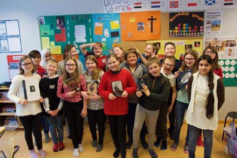 Sjetteklassingane ved Kinsarvik skule har vore med på å kåra bøker i Bokslukarprisen. No får dei vera med på å føreslå sine nynorske favorittar. Maria Parr-boka Keeperen og Havet og Svarte-Mathilda-bøkene til Tor Arve Røssland er populære i klassen.