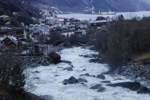 Opo: Odda kommunestyre ser etter flommen i oktober 2018, at elvesikringen av Opo som skulle tåle en 200-årsflom med 40 prosent klimapåslag på 880 kubikkmeter (kbm) i sekundet, fikk skader ved en flom på 418 kbm.arkivfoto: Eivind Dahle Sjåstad
