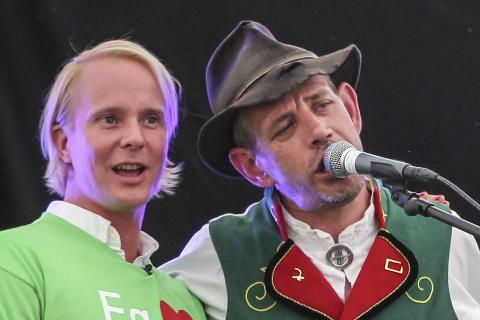 Petter Pilgaard (t.v.) er blant kjendisene som skal gi Lothepus en klassisk «roast».