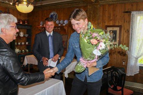 SKØYTEVINNER.  Sondre Buer Åsebø ble mandag tildelt Sparebankstiftinga Hardanger sitt kulturstipend sammen med syv andre vinnere.