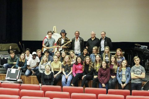 Øving: Tysdag var 10. klasse på plass i kinosalen for å øve til konsert torsdag og fredag.Foto: Inga Øygard Jaastad