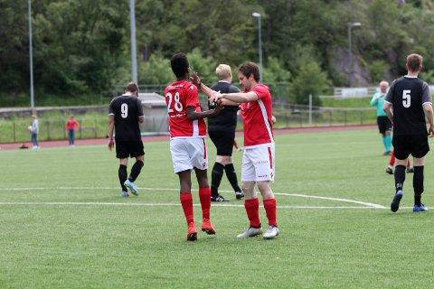 Lovende junior: Gutu Mohammad Taju (nummer 28) scoret ett av hjemmelagets åtte mål i seieren mot Strand-Ulv. Foto: Eirin Tjoflot