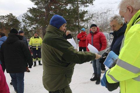 Åsen: Statnett sine nye planer for transformatorstasjonsanlegget i Skjeggedal ble møtt av store protester fra hytteeierne i Åsen. Her fra da utviklingskomiteen i Odda kommune var på befaring i området sist vinter. arkivfoto: Eivind Dahle Sjåstad