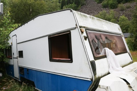 Skadar: Politiet fekk melding om skadeverk på ein buss, ei campingvogn og ein russebil på Eitrheim ved vegvesenet. På campingvogna var mellom anna fleire ruter knust.