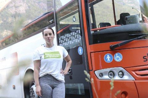 Buss: Rachel Tapio utfordrar fylkeskommunen i Hordaland til å sette opp buss til vallokala.Foto: Synnøve Nyheim