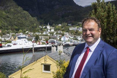 Jondal: Roald Aga Haug skal i slutten av august i samtalar med Skyss, for å prøve å hindre at ferjesambandet mellom Jondal og Tørvikbygd får ein avgang mindre neste år. Foto: Privat