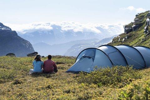 Røde Kors forbereder seg på en travel sommer i år når mange nordmenn skal ut på tur både til fjells og til sjøs..Foto: Bård Basberg/Trolltunga Adventures