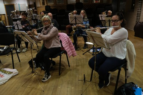 JANITSJARKORPS: Odda musikklag er et janitsjarkorps og har både messing-og blåseinstrumenter som fløyter, klarinetter og saksofoner.