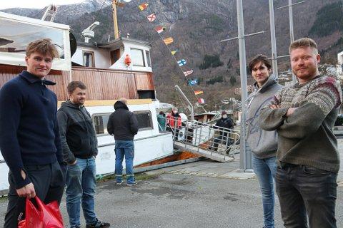 Sjur Jøsendal, Audun Kvestad, Sigurd Olav Lynghammar og  Erik Hagen kom for sent på jobb torsdag morgen, men kom seg omsider om bord på rasbåten MS Lindenes litt før klokka 10:00.