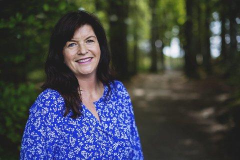 Sølvkniven 2020: Agnes Lovise Matre er tildelt  pris for krimromanen Iskald med handling fra Hardanger og udåd knyttet til Norseman. Foto: Haakon Nordvik