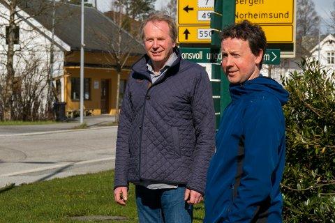Prosjektleiar Jon Larsgard i Ullensvang kommune sitt biogassprosjekt, og Helge Arne Espeland som er landbruksnæringa sin representant i prosjektet.