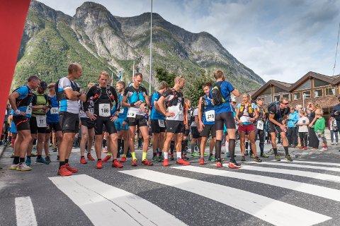 Få sekund før starten av 2018-utgåva av Hardangervidda Marathon.