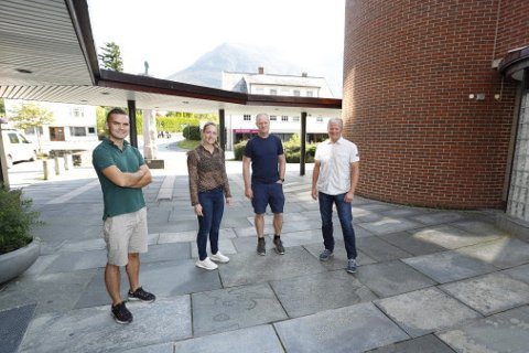 Norconsult åpner kontor i Rosendal. F.v.: Sigurd Guddal, Stephanie Gjelseth, avdelingsleder Hardanger, Ivar Tveito Eidnes og kontorleder Hardanger-Voss, Endre Lægreid.