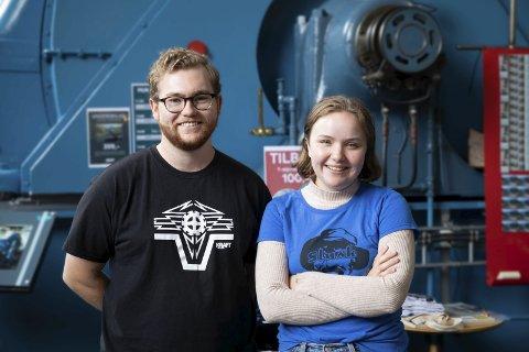 Stasjonsmestre: Lasse Tverdal og Eli Rognan har sommerjobb på Kraftmuseet. Foto: Emil Næss-Markhus