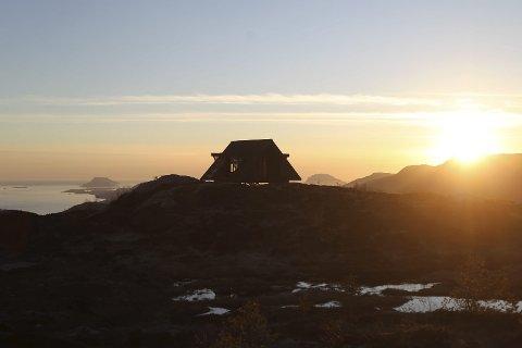 Dagsturhyttene i Ullensvang får lik utforming som den som er bygd i Gaular Sogn og Fjordane.
