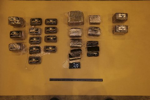 Beslag: Politiet i Hardanger gjorde før jul eit stort beslag på 5,5 kg hasj. Bakgrunnen var at dei fekk melding om uryddig køyring, og utførte narkotikatest på føraren. Den gjorde utslag, og politiet kunne ransake bilen, der dei fann ein handlepose full av hasj.foto: Politiet