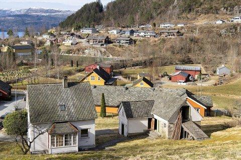 Dette småbruket ligg ute for sal nær sentrum av Jondal.