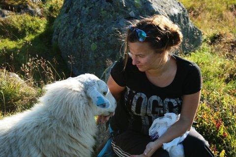Tina Mannsåker (32) kjempar saman med ektemannen Asgeir og dei andre grunneigarane i Håvås Sameiga mot planane om pendelbane til Rossnos.
